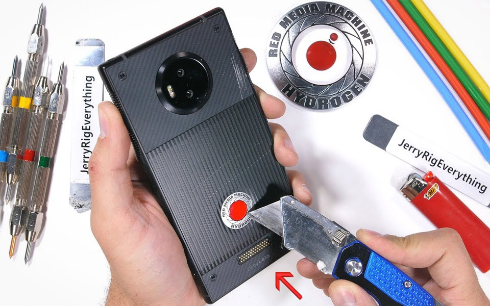 JerryRigEverything stresstester den nye RED Hydrogen One