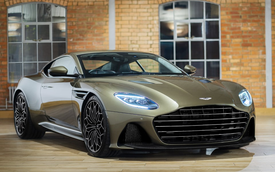 Aston Martin hylder James Bond med den nye DBS Superleggera